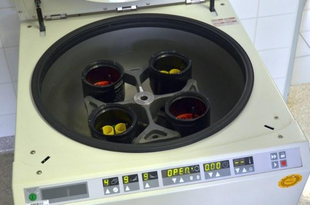 Útroby dosluhující centrifugy.
